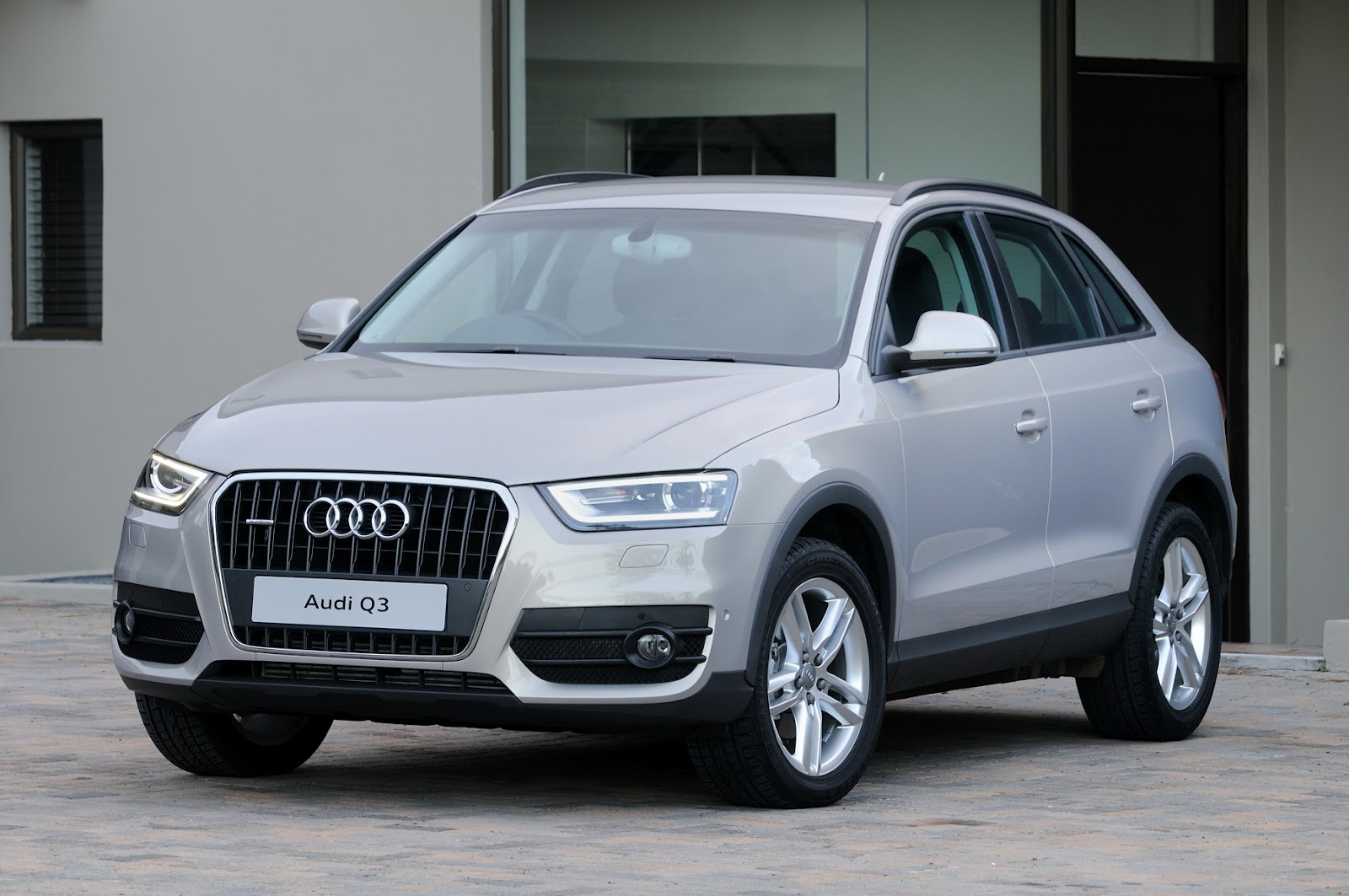 Expensive Sports Cars 2012 IN4RIDE: SWEET AUDI Q3...