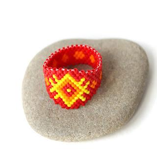 купить оригинальное кольцо с орнаментом украшения ручной работы из бисера