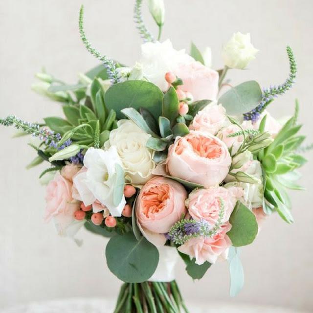 bukiet ślubny pudrowy róż, eukaliptus, wiązanka ślubna koral