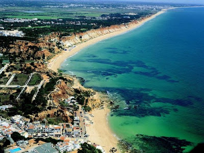 Vista aerea da praia Olhos de Agua-Albufeira, Portugal