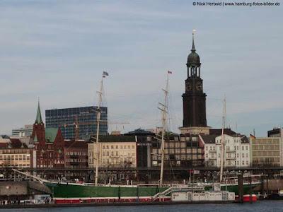Michel Hamburg, St. Michaelis Kirche, Blick vom Hafen