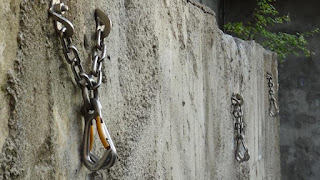 Chain Lower Offs in Climbing Routes