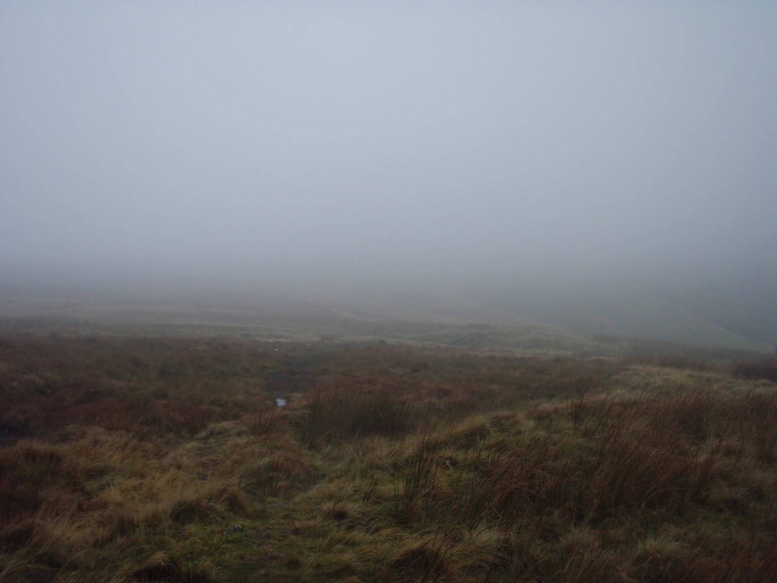 foggy conditions on the Edale Skyline