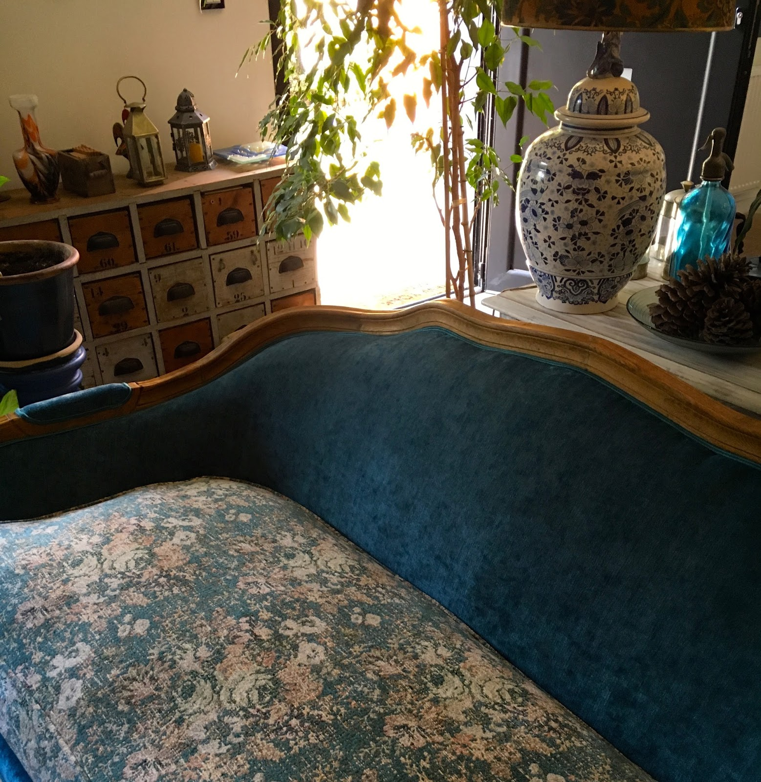 atelier anne lavit artisan tapissier d corateur 69007 lyon tapiss de fleurs. Black Bedroom Furniture Sets. Home Design Ideas