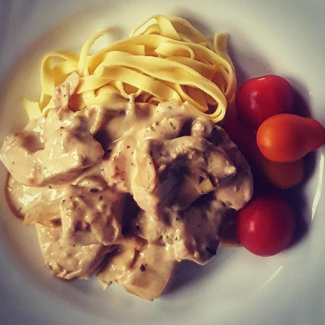 Färsk pasta med kyckling och franska örter