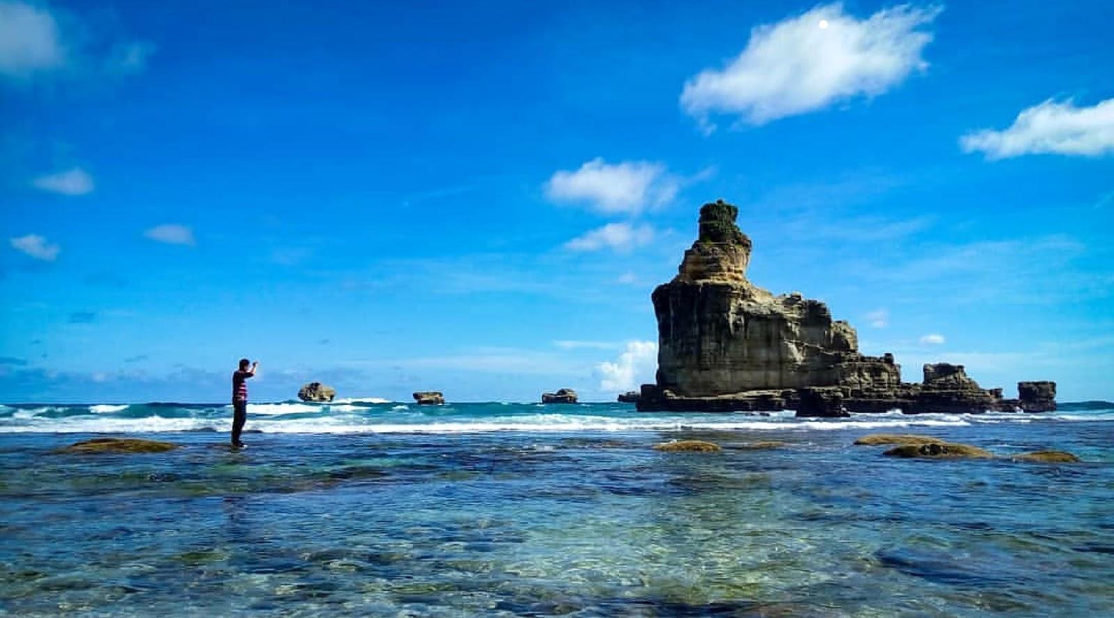 11 Foto Pantai Buyutan Pacitan Jawa Timur, Mitos dan Tiket Masuknya