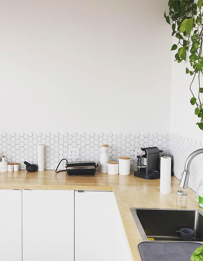 Saiba como escolher adequadamente a pintura de cada ambiente do seu imóvel, como a cozinha e outros cômodos, e deixe o ambiente mais harmonioso! Foto: unsplash.com