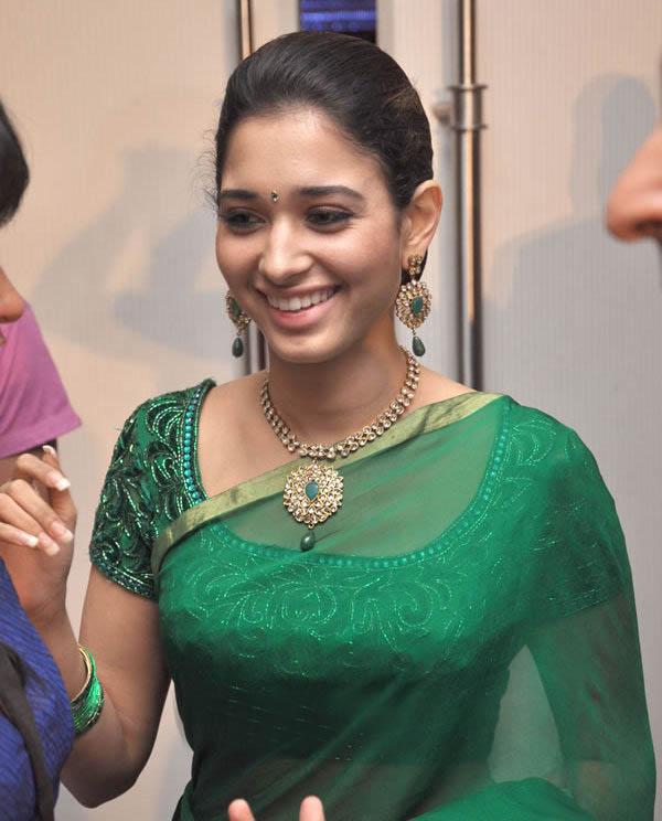 Tamil Cinema Foto: Tamanna Cute Stills In Green Saree