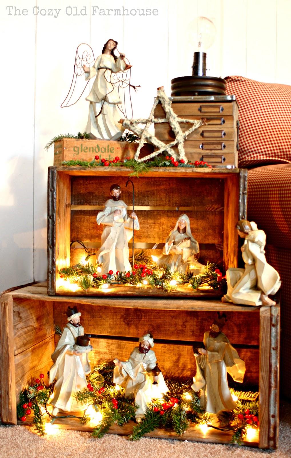 The cozy old farmhouse rustic nativity with crates for Decoracion original