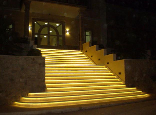 Đèn led dây trang trí bạc cầu thang ngoài trời