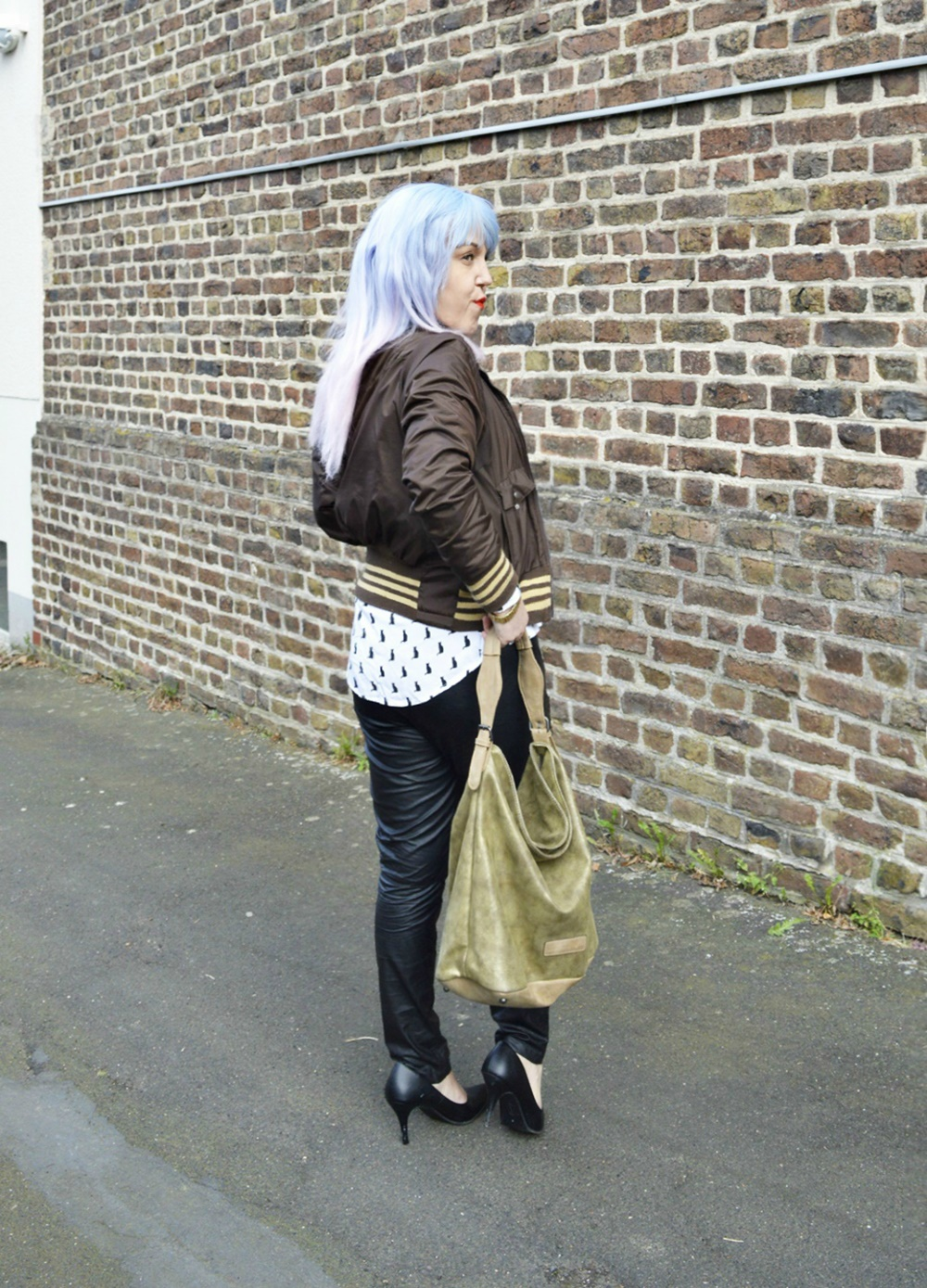 Autumn Streetstyle with Blouse & Retro adidas Blouson