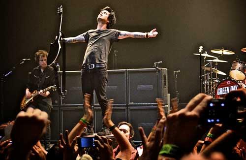 anak punk 11 Band Punk Legendaris yang Jadi Inspirasi Dunia