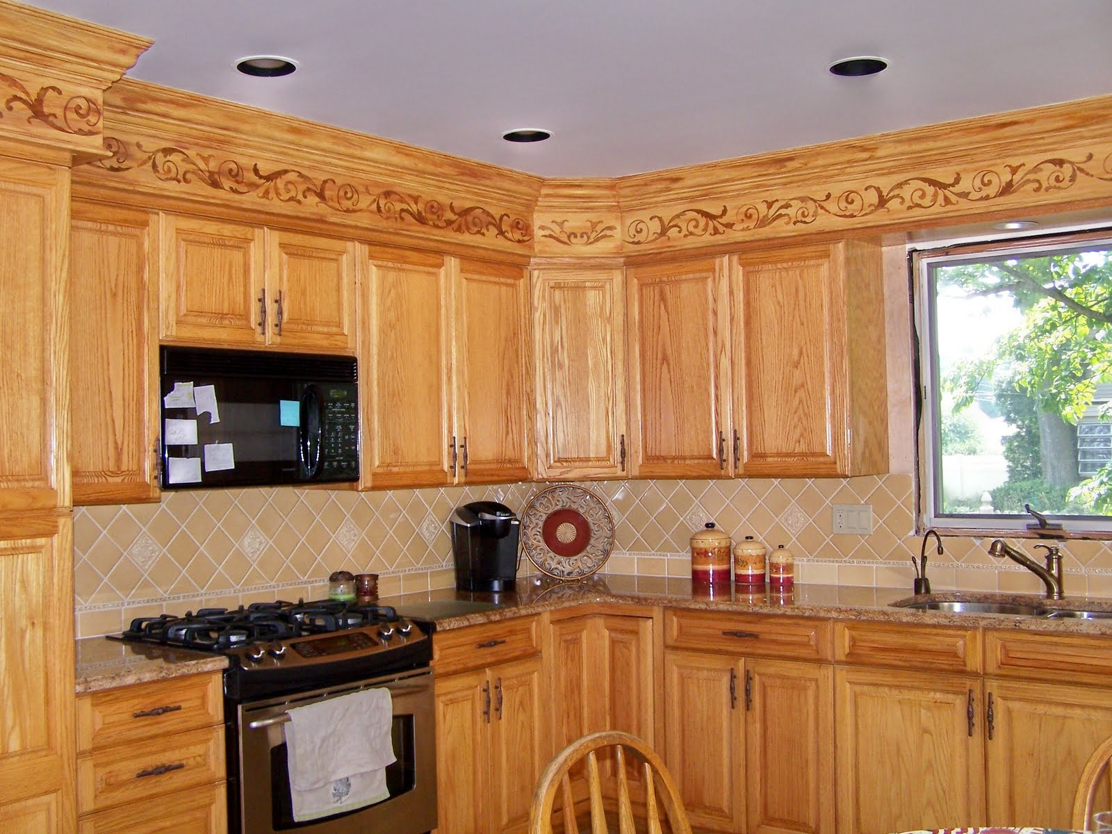 Kitchen Makeovers Ideas with Oak Cabinets