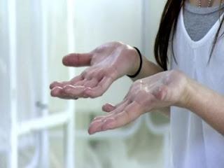 Trik Ampuh Mengatasi Tangan dan Kaki Dengan Keringat Berlebih