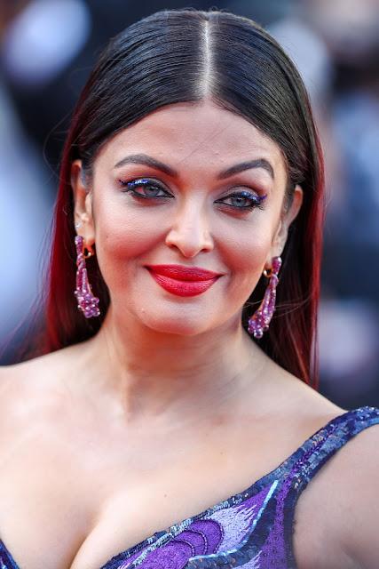 Aishwarya Rai Hot Cleavage Image