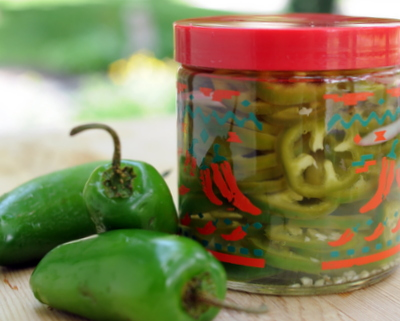 Pickled Jalapeño Rings ♥ KitchenParade.com, easy homemade refrigerator pickles, no canning required. Great for Mexican Meal Prep.