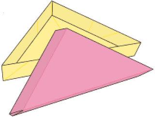 Bước 14: Gấp tương tự 1 tờ giấy nữa để hoàn thành phần nắp đậy hộp giấy hình tam giác mỏng