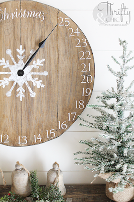DIY Christms countdown advent calendar clock. The best diy farmhouse decor projects for you home! Farmhouse decor and decorating ideas.