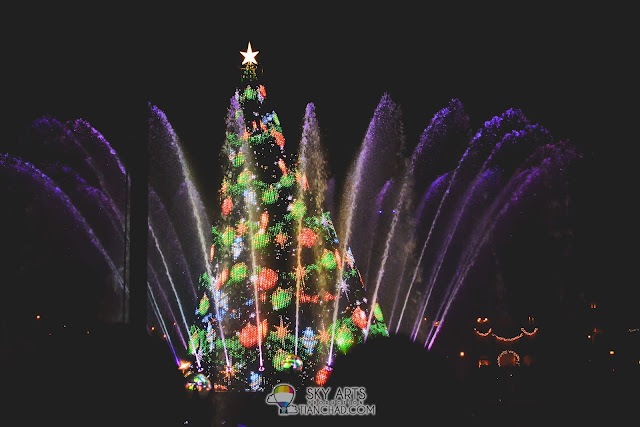 The prettiest Christmas tree in Tokyo Disneyland