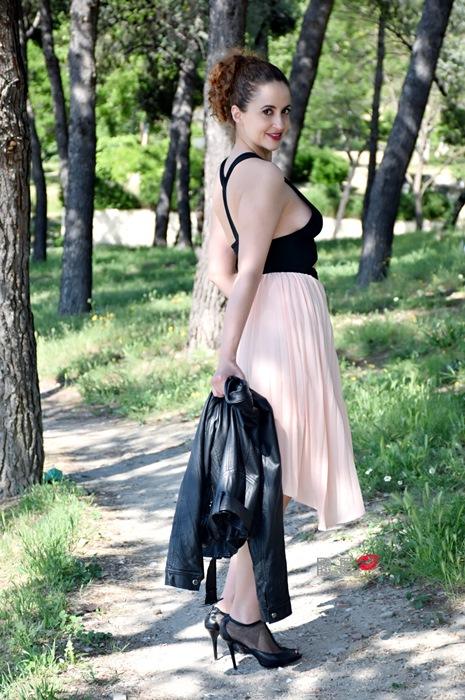 outfit-vestido-rosa-asimetrico-6