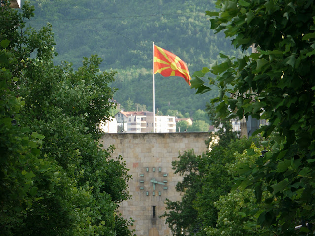 Οι πιέσεις για το δημοψήφισμα και στα Σκόπια και οι ελληνικές ανεπάρκειες
