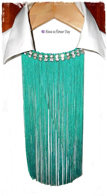 Collares flecos esmeralda· Emerald fringe necklaces