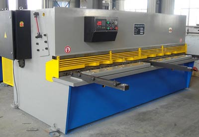 Working of Hydraulic Shearing Machine: