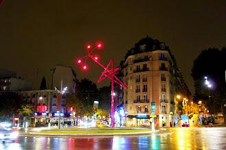 Paris : Twisted Lamppost Star, une installation entre mobilier urbain et sculpture de Mark Handforth - Place de Bagnolet - XXème