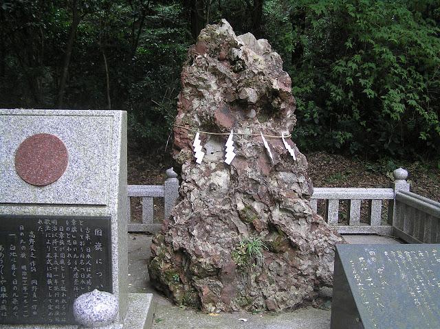 池の中に鳥居が浮かぶ風景?茨城県のパワースポット鹿島神社 さざれ石