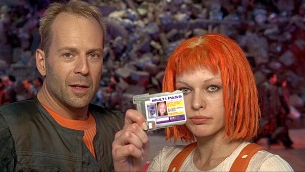 Milla Jovovich junto a Bruce Willis en 'El quinto elemento'