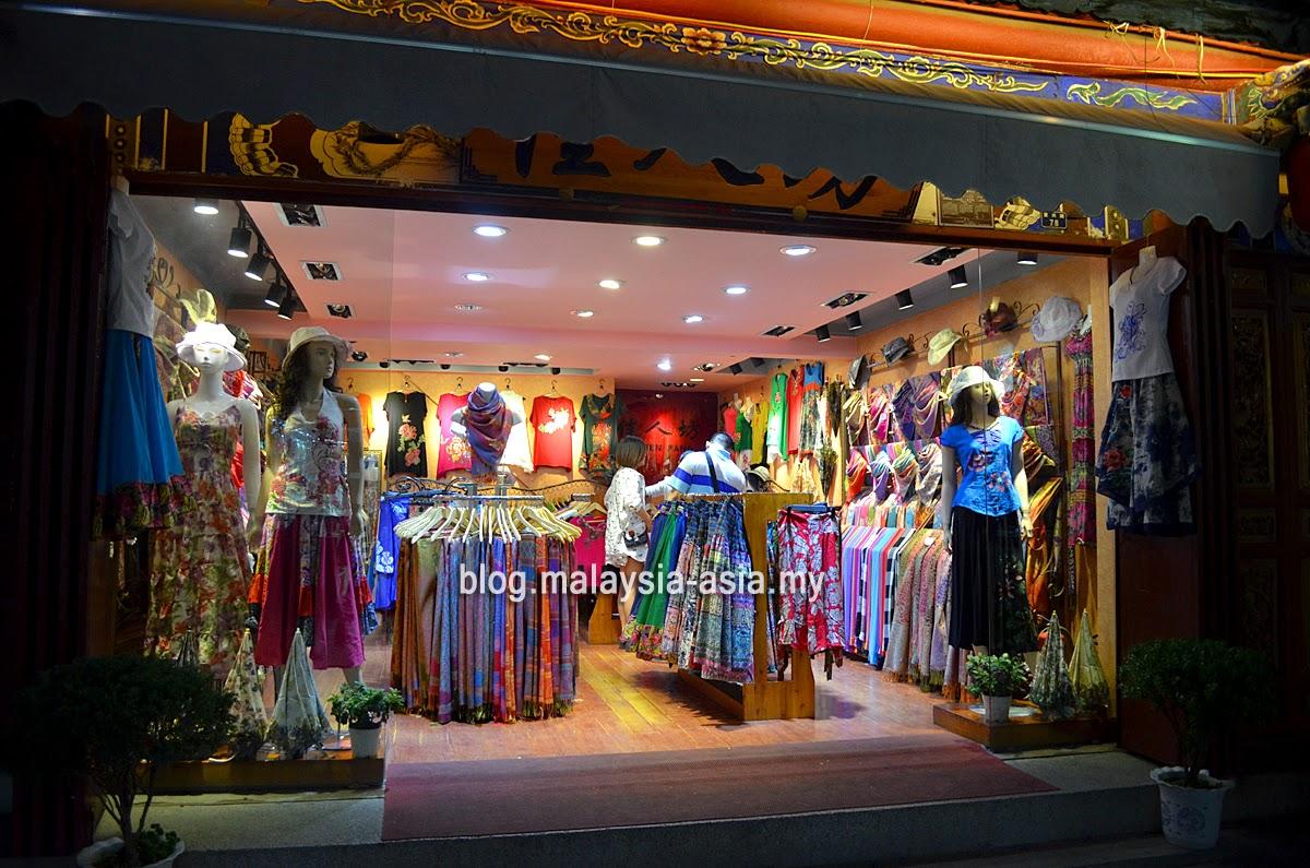 Shopping in Dali
