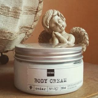 crème pour le corps au cèdre de chez Hema