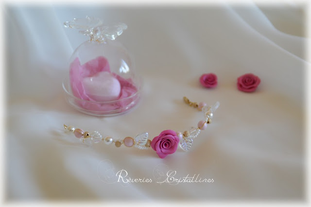 bracelet romantique et féminin avec rose en porcelaine froide