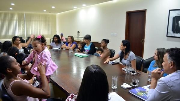 Chumbinho recebe mães aldeenses para debater tratamento da microcefalia em São Pedro da Aldeia