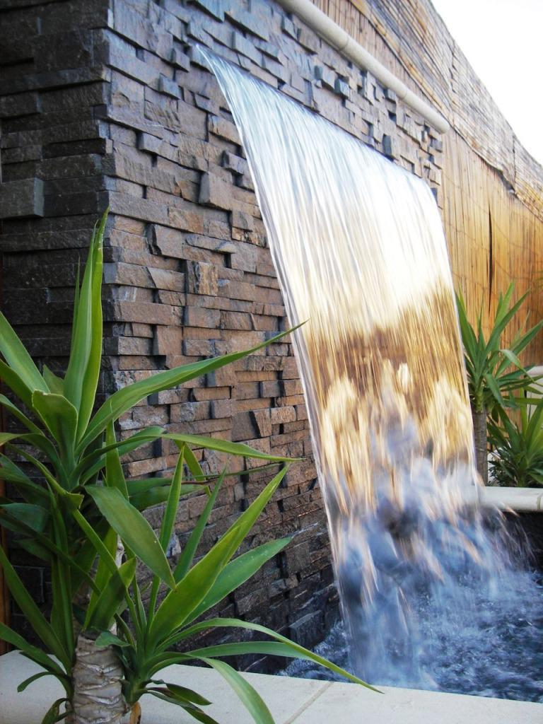 wall fountain outdoor