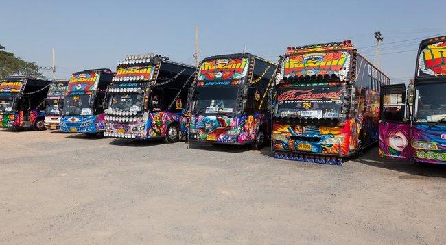 Стоянка тюнингововых автобусов Таиланд