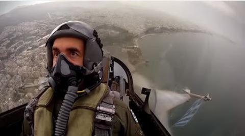 Η επίδειξη F-16 και το μήνυμα του πιλότου- Το πέρασμα των ΟΥΚ και το πολεμικό ναυτικό- Έκπληξη με αλεξιπτωτιστές ΒΙΝΤΕΟ