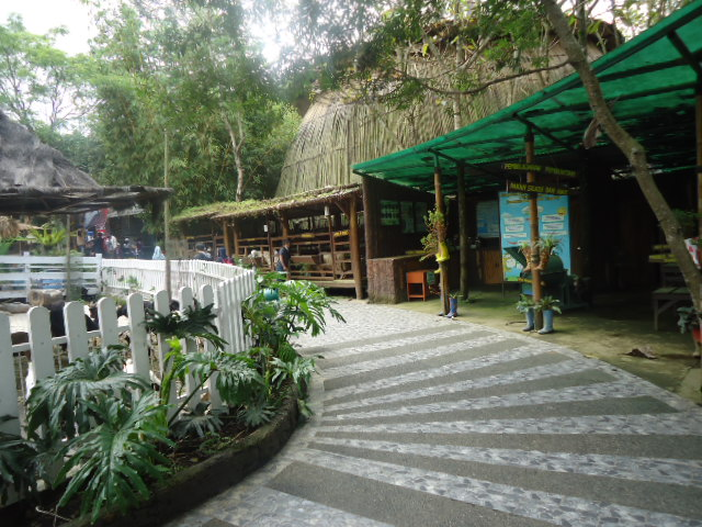 http://www.renidwiastuti.com/2018/01/eco-green-park-wisata-edutainment_5.html
