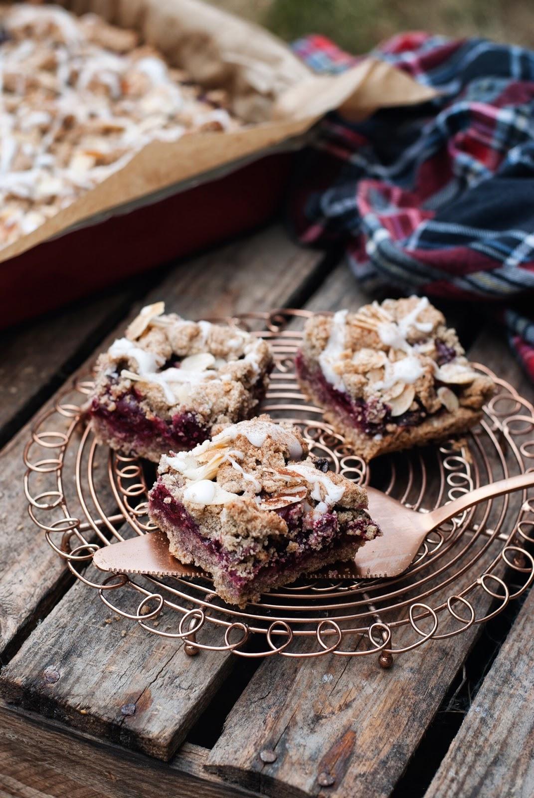 Bezglutenowe ciasto z wiśniami i lukrem