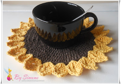 Aparador em crochê para canecas de sopa
