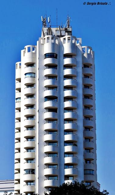 Vista ampla da fachada do Hotel Paulista Wall Street - Bela Vista - São Paulo