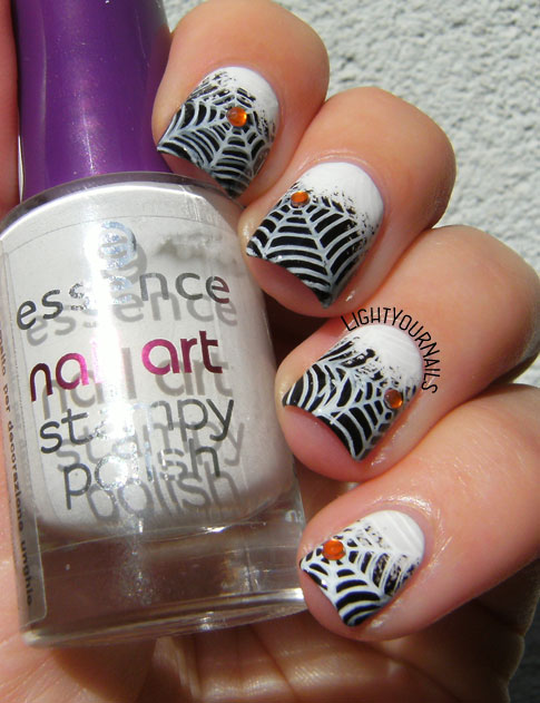 Halloween spiderwebs nail art #nailart #stamping #unghie #nails #lightyournails