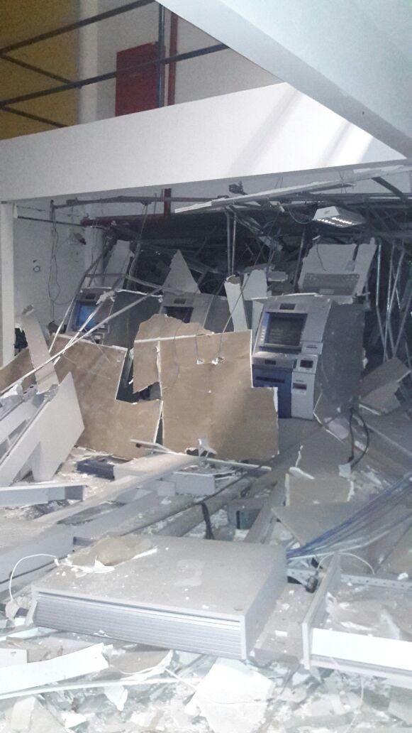 Bandidos usam dinamites e destroem agência do Banco do Brasil de Capistrano