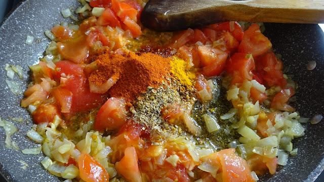 paneer-lababdar-recipe-easy-low-fat-indian-onions-ginger-garlic-tomatoes-cumin-turmeric-red-chili-coriander-salt-