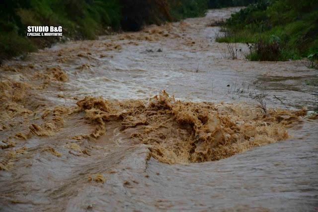 Φούσκωσε το ρέμα Ραμαντάνι στο Ναύπλιο (βίντεο)
