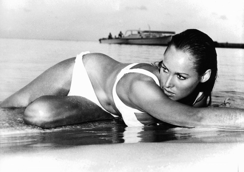 Урсула мур и синди, Звезды на пляже: самые красивые фигуры всех времен 16 фотография