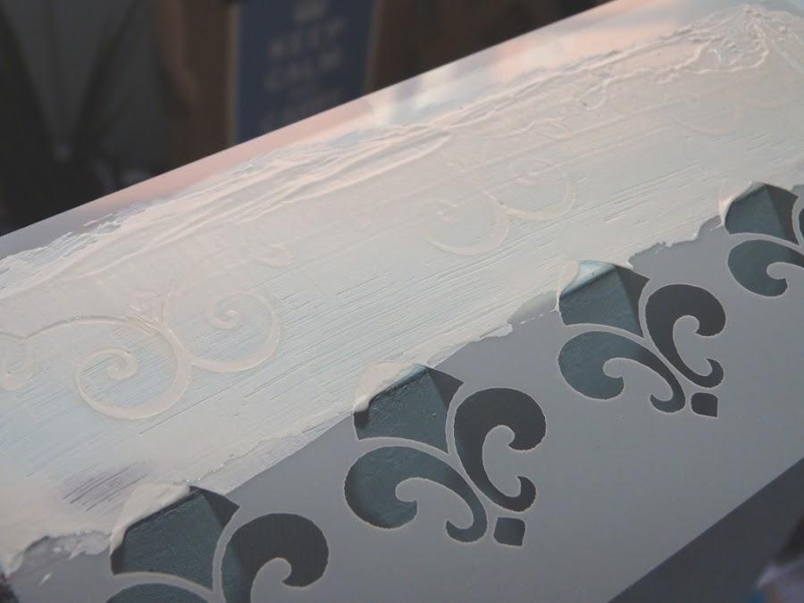 caja-madera-estarcido-relieve