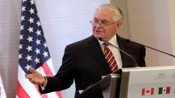 Tillerson reitera en México amenazas contra Venezuela