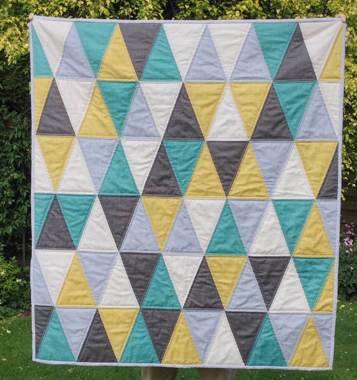 Mack and mabel triangle baby quilt free pattern for How to make a quilt template