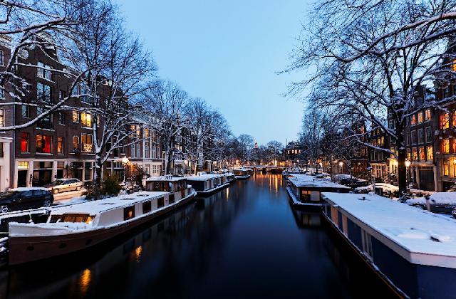 Condições climáticas em Amsterdã em fevereiro